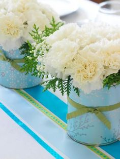 Easy #10 Can or coffee can Christmas Centerpiece Idea~ Create your own customized flower composition by covering coffee cans with wrapping paper and embellishing them with ribbon. Fill with inexpensive white or red carnations and baby's breath, plus evergreens cut from your yard.