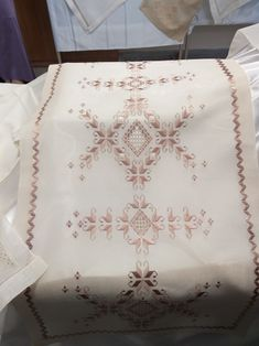 Hardanger Embroidery, Beaded Embroidery, Cross Stitch Embroidery, Embroidery Designs, Drawn Thread, Thread Work, Labor, Fashion Sewing, Filet Crochet