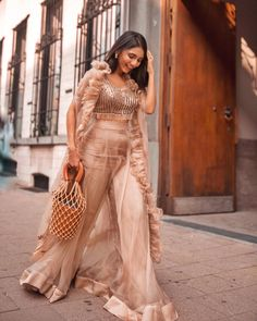 21 Ideas Party Fashion Shoot Inspiration For 2019 Pakistani Dresses, Indian Dresses, Indian Outfits, Indian Attire, Indian Wear, Indian Designer Outfits, Designer Dresses, Crop Top Outfits, Party Fashion