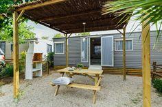 Mobil Home de alquiler en el camping situado en la Costa Dorada. Admite mascotas. Navy, Pets, El Dorado, Hale Navy, Old Navy, Navy Blue, Animals And Pets