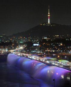 The world's longest bridge fountain, Seoul's Banpo Moonlight Rainbow Fountain employs 10,000 LEDs and 380 water jets that run along both edges of the 1,140-meter (370 feet) bridge.