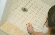 Dealing with soap scum in your shower or bath? Easily clean the shower with the best soap scum remover. It removes the soap scum with little to no scrubbing. Cleaning Shower Mold, Clean Shower Drain, Clean Shower Floor, Best Soap Scum Remover, Household Cleaning Schedule, Cleaning Tips, Household Tips, Cleaning Products, Baking Soda Drain Cleaner