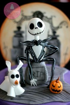 Halloween, Nightmare before Christmas - McGreevy cakes Bolo Halloween, Moldes Halloween, Polymer Clay Halloween, Cute Polymer Clay, Polymer Clay Projects, Halloween Cakes, Diy Halloween Decorations, Happy Halloween, Halloween Desserts