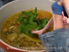 Dieta da sopa milagrosa que emagrece 1 kg por dia Healthy Tips, Healthy Eating, Healthy Recipes, Healthy Foods, Super Dieta, Soup Cleanse, Dietas Detox, Menu Dieta, Light Diet