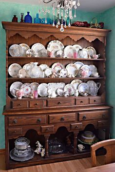Welsh Dresser Hutch Spring china plate display Furniture of my dreams! Hutch Display, Plate Display, How To Display China In A Hutch, Farmhouse China Cabinet, Farmhouse Kitchen Decor, Country Kitchen, Farmhouse Style, Antique Vanity Table, Reclaimed Wood Dresser