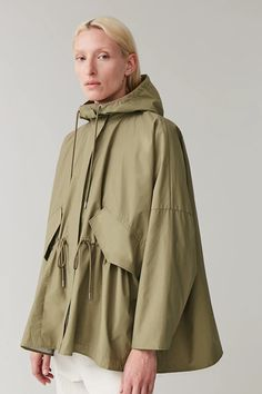Embrace unpredictable weather with our selection of women's coats and jackets at COS. Color Khaki, Khaki Green, Coats For Women, Jackets For Women, Clothes For Women, Sport Fashion, Fashion Outfits, Packable Jacket, Green Coat