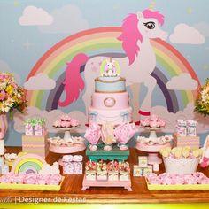 Linda decoração para aniversário infantil ou chá de bebê no tema Unicórnio. Consulte disponibilidade para a data do seu evento.