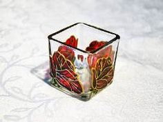 Novo desenho: Porta Vela Rosa Vermelha Feita à mão com tinta relevo e verniz vitral Em vidro com dimensões aproximadas de 5x5,3x5,5cm