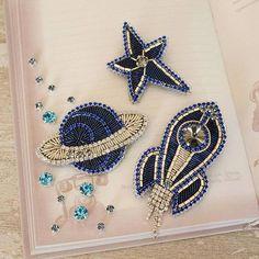 Автор @brooches_arz 〰〰〰〰〰〰〰〰〰〰〰〰〰〰 По всем вопросам обращайтесь к авторам изделий!!! #ручнаяработа #брошьизбисера #брошьручнойработы #вышивкабисером #мастер #бисер #handmade_prostor #handmadejewelry #brooch #beads #crystal #embroidery #swarovskicrystals #swarovski #купитьброшь #украшенияручнойработы #handmade #handemroidery #брошь #кольеручнойработы #кольеизбисера #браслеты #браслетручнойработы #сутажныеукрашения #сутаж #шибори #полимернаяглина #украшенияизполимернойглины