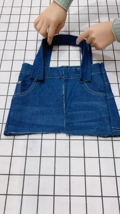 Diy Bags Jeans, Diy Old Jeans, Diy With Jeans, Diy Denim Purse, Denim Bags From Jeans, Old Jeans Recycle, Denim Tote Bags, Denim Bag Patterns, Bag Patterns To Sew