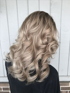Champagne Hair Color Pictures Champagne Hair Color Pictures 117006 Champagne Beige Blonde Balayage Balayage In 2018 Short Hair Blond, Sandy Blonde Hair, Cool Blonde Hair, Dyed Blonde Hair, Hair Dye, Thin Hair, Beige Blonde Hair Color, Beige Blonde Balayage, Balayage Ombré
