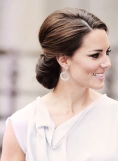Absolutely love this hair and makeup look on kate. Beautiful.