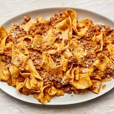 bolognese sauce It doesnt take a lot of ingredients (or a lot of money) to make a classic Bolognese recipe. What it does take, though, is patience for the sauce to achieve the ideal au Ragout Bolognese, Lasagne Bolognese, Spagetti Bolognese Recipe, What Is Bolognese, New Recipes, Cooking Recipes, Favorite Recipes, Dinner Recipes, Most Popular Recipes