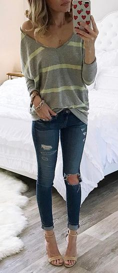 The latest selection of casual fall outfits you can wear everyday this season. More outfit ideas curated every week just for you. New Outfits, Spring Outfits, Casual Outfits, Fashion Outfits, Fashion Trends, Fashion 2018, Fashion Inspiration, Women's Fashion, Ripped Denim