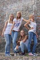 Sisters,  by Marjan Bakker Fotografie Oldebroek