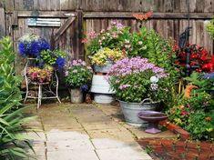 What Makes Garden Vignettes Work? | Flea Market Gardening