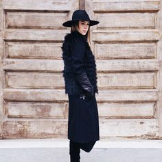 All black outfit // winter street style