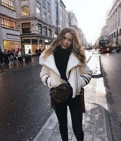 winter outfits london Uploaded by -weeklyhearts. F - winteroutfits Fall Winter Outfits, Winter Dresses, Autumn Winter Fashion, Winter Clothes, New York Winter Outfit, Fall Fashion, Mode Outfits, Casual Winter Outfits, Winter Fashion Outfits