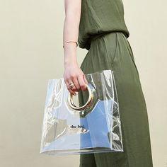 Inspiration by P D PAOLA. Fashion Handbags, Fashion Bags, Clear Handbags, Creative Bag, Clear Tote Bags, Potli Bags, Transparent Bag, Big Bags, Vinyl
