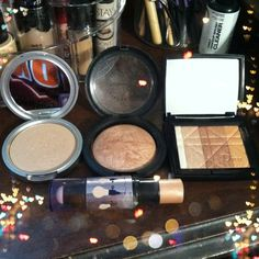 Must have highlighters: TheBalm Marylou Manizer, MAC Soft and Gentle, Dior AmberDiamond, Benefit Watt's Up #makeup #highlighter #Dior #MAC