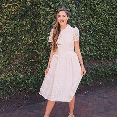 Shop the Gal Meets Glam Collection that Celebrates Everyday Adventure and Special Occasions Effortlessly, Exuding A Confidence and Charm that is a Hallmark of the Brand. Fashion Deals, Fashion Brands, Fashion Outfits, Slimming World, Julia Hengel, Verde Tiffany, Boho Chic, Salsa, Gal Meets Glam