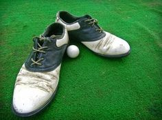 Country clubs often use messy powders to cut down on golf shoe odors between games. This can get all over your socks, tracking it in your home and personal shoes. Silver Edge Gear shoe inserts offer a clean, reusable alternative that keep your shoes fresh on and off the green!