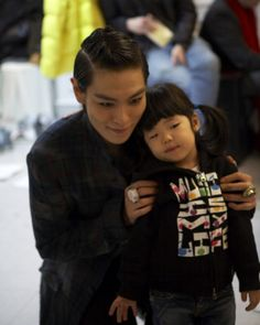 T.O.P (탑) with Sean's daughter Ha Eum. So cute... I'm having a hard time deciding which is cuter...