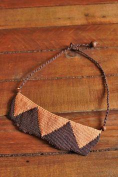 collar estilo africano  hilo encerado macramé