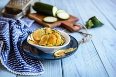 Recettes faciles en photos | Supertoinette Zucchini Chips Recipe, Bake Zucchini, Chips Au Four, Oven Baked Chips, Carb Alternatives, French Onion, Base Foods, Potato Chips, Low Carb Recipes