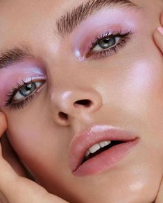 Soft pink glam makeup look with glowy finish. the same shade as blush is a great touch for unicorn makeup effect. mix pink lipstick or shadow with pearl finish highlight to create this look Glowy Makeup, Pink Makeup, Cute Makeup, Pretty Makeup, Makeup Art, Natural Makeup, Hair Makeup, Simple Makeup, Alien Makeup