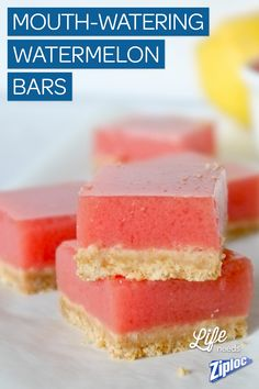 Yum! Kids love these cold, creamy watermelon bars (with real watermelon and lemon juice!) Just the thing to serve on a hot summer day.  Ein neues Rezept für euch auf unserem Pinterest Board. Viel Spass beim backen und naschen. Bitte lasst ein Like da wenn euch das Rezept gefällt!