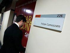 Uma foto que vale por mil palavras.   Vereadora comunista, Jussara Cony do PCdoB - Partido Comunista do Brasil não se reelege e cede seu gabinete na Câmara Municipal de Porto Alegre para o vereador Felipe Camozzato do Partido NOVO 30.   💪💪💪  #MenosMarxMaisMises literalmente