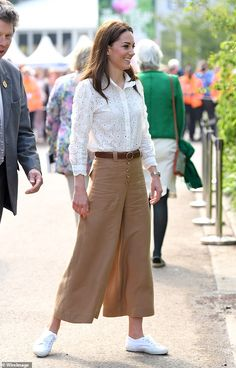 SARAH VINE: Something rather fabulous has happened to the Duchess of Cambridge . Gone is the strained expression, the spaniel hair, the too-short skirts and the frumpy country Sloane look. Kate Middleton Outfits, Kate Middleton Stil, Kate Middleton Photos, Sporty Outfits, Chic Outfits, Fashion Outfits, Royal Fashion, Look Fashion, Duchesse Kate