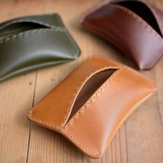 maumvillageさんの作品 「ポケットティッシュケース「Maki」」 Leather Jeans, Leather Gifts, Leather Wallet, Leather Bag, Leather Diy Crafts, Leather Projects, Leather Craft, Leather Accessories, Leather Jewelry