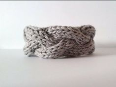 Braided Cable Bracelet - YouTube  ✿Teresa Restegui http://www.pinterest.com/teretegui/✿