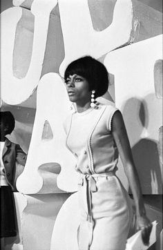 Diana Ernestine Earle Ross (born March 26, 1944 [1]) is an American singer, actress and record producer. Born and raised in Detroit, MI, she rose to fame as a founding member and lead singer of the vocal group The Supremes, which, during the 1960s, became Motown's most commercially successful act and is to this day America's most successful vocal group.