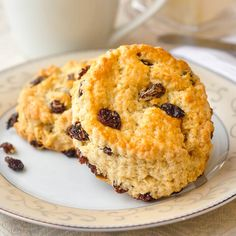 Traditional Newfoundland raisin tea buns are a cousin to scones and biscuits. Everyone's Mom or Nan made them. Perfect with a steaming cup of tea. Baking Recipes, Cookie Recipes, Bread Recipes, Scone Recipes, Yummy Recipes, Raisin Scones, Raisin Bread, Apple Bread, Apple Cake