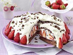Stracciatella-Torte mit Erdbeeren -