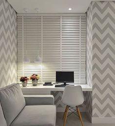 Quer inspirações para arrumar seu cantinho? Olha este espaço: é um bom exemplo de como as cores claras dos móveis ajudam na sensação de amplitude. #decoração #design #madeiramadeira