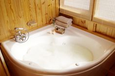 Honeymoon Destinations Abalone Lodge Knysna spa bath