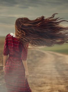 Fashion Photography Poses, Couple Photography, Hair In The Wind, Alone Girl, Story Instagram, Girly Pictures, Stylish Girl Images, Hair Images, Jolie Photo