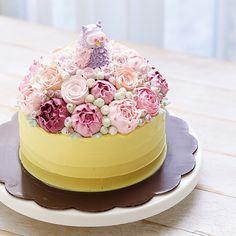 Buttercream owl and flower cake @ivenoven ♥️