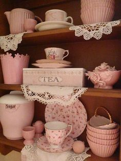 Cute vintage home pink tea house girly pastel decor rosy Casas Shabby Chic, Shabby Chic Vintage, Vintage Tea, Shabby Chic Decor, Cocina Shabby Chic, Shabby Chic Kitchen, Shabby Chic Homes, Country Kitchen, Pastel Decor