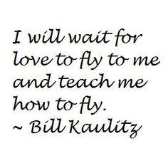 Yo espero que el amor vuele hacia mi y me enseñe a volar.