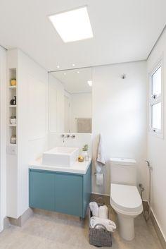 Milhares de imagens, infinitas inspirações para sua casa. Bathroom Design Luxury, Corian, Cabana, Corner Bathtub, Toilet, Wall, House, Home Decor, Portobello