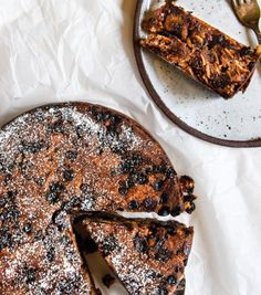 A quick, easy and healthy Christmas Cake recipe. Best of all it is delicious! Free from gluten, grains, dairy, egg and refined sugar. Vegan Christmas, Christmas Cooking, Christmas Pudding, Easy Christmas Cake Recipe, Christmas Recipes, Christmas Cakes, Christmas Goodies, Christmas 2019, Christmas Ideas