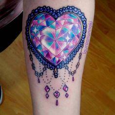 """""""Diamante de corazon arcoiris como primer tatuaje para una chica super linda es un honor que me esocjan para hacerles su primer bebesin e inspirarles…"""""""