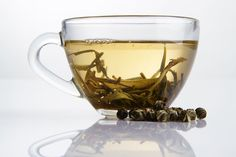 It's common to drink green tea for health. But white tea is the least processed tea and has the highest antioxidant levels, even higher than green or black tea! In addition, white tea contains more catechins and less caffeine than green tea, according. Fat Burning Tea, Best Fat Burning Foods, Butterfly Pea Flower, Flower Tea, Weight Loss Drinks, Healthy Weight Loss, White Tea Benefits, Detox Cleanse For Weight Loss, Diet Plan Menu