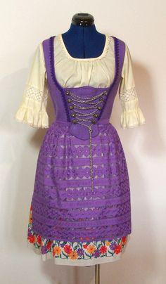 Vintage Trachtenmode - Dirndl mit Schürze, lila creme, bestickt, Gr.42 - Gwandkammerl der Vampertingerin bei Dawanda