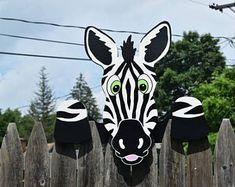 Zebra hek Peeker Zebra hek decoratie, buiten in de tuin kunst, Zebra hek kunst, dierentuindieren werf decoratie, hek Sitter, hek decoratie